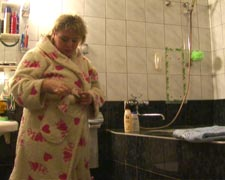 mom in bath