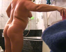 naked chubby housewife